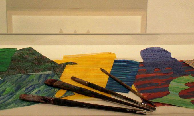エリック・カールの作品は手作り色紙を切り抜いて!