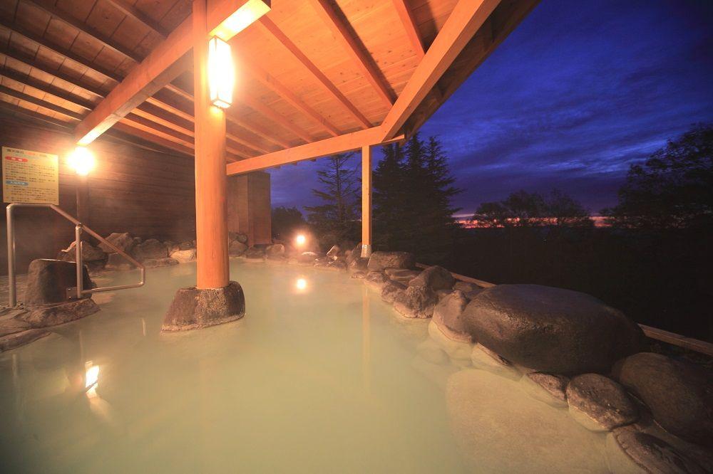 那須の名湯「鹿の湯」をラグジュアリーなホテルで楽しむ