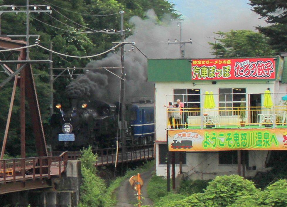 餃子の人気店「汽車ぽっぽ」は砥川橋梁を走るSL「大樹」の撮影スポット!