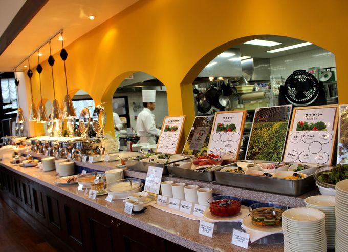 朝食・夕食はレトロ素敵なレストランでビュッフェ