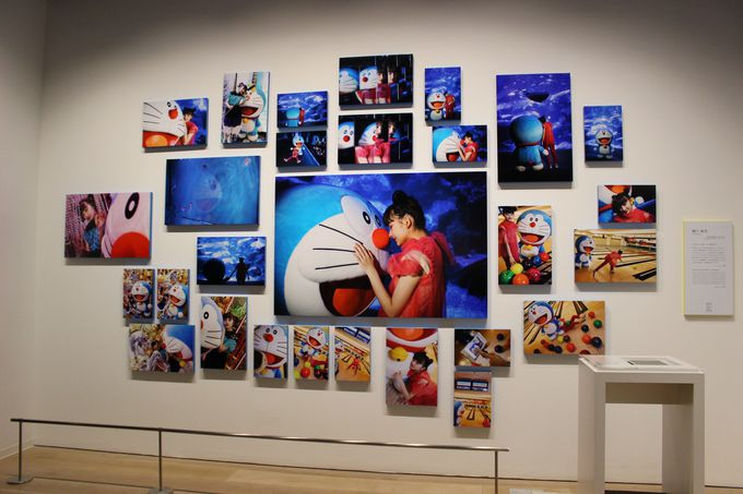 ドラえもんと現代アートがコラボ!28組30名の現代アーティストの競演