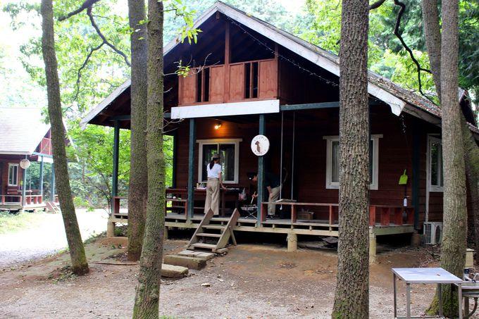 アイディアいっぱい個性豊かなコテージとキャンプサイト