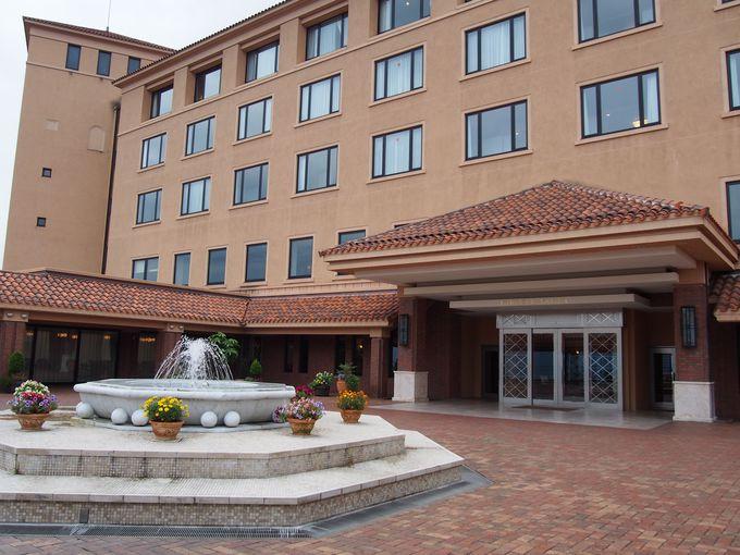小高い丘に建つ、西洋の領主の館をイメージしたホテル