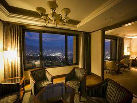 山梨「フルーツパーク富士屋ホテル」で新日本三大夜景と季節のフルーツを味わう
