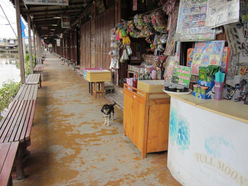 バンコク至近!レトロかわいい水上マーケットの街「アムパワー」でタイムスリップ!