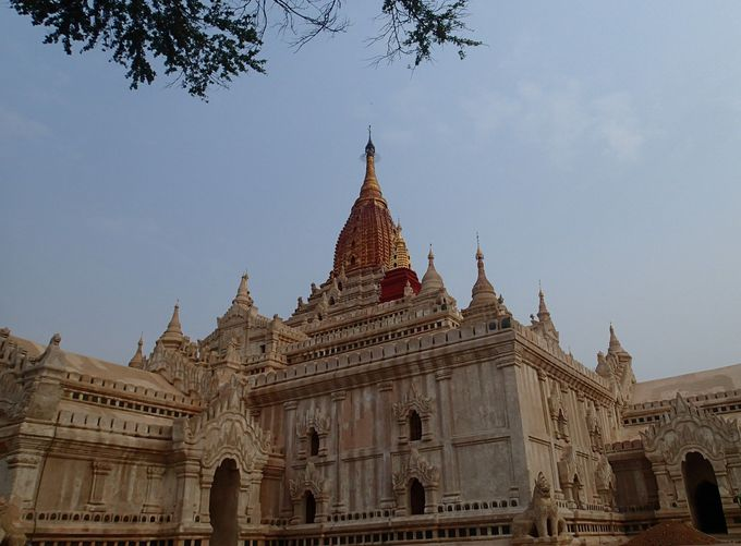 ここを訪れておかなければバガンに行ったと言うべからず!?バガン屈指の美しさを持つ「アーナンダ寺院」