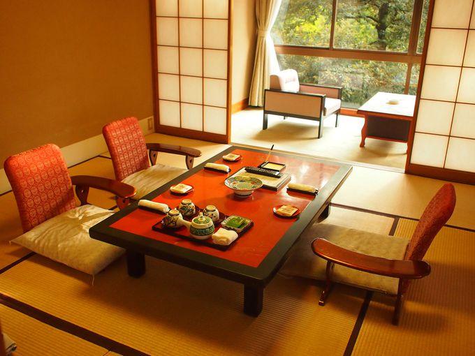庭園を眺めることができる純和風の客室