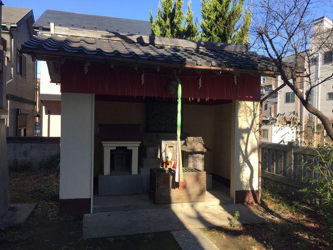 境内には鯨を祀った社も「稲荷神社」