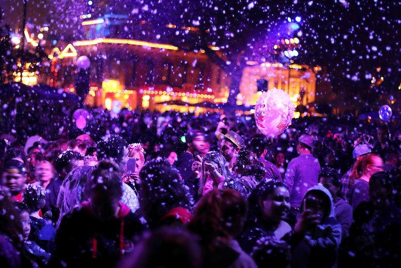 まるで魔法!「カリフォルニア ディズニーランド・リゾート」感動のクリスマス
