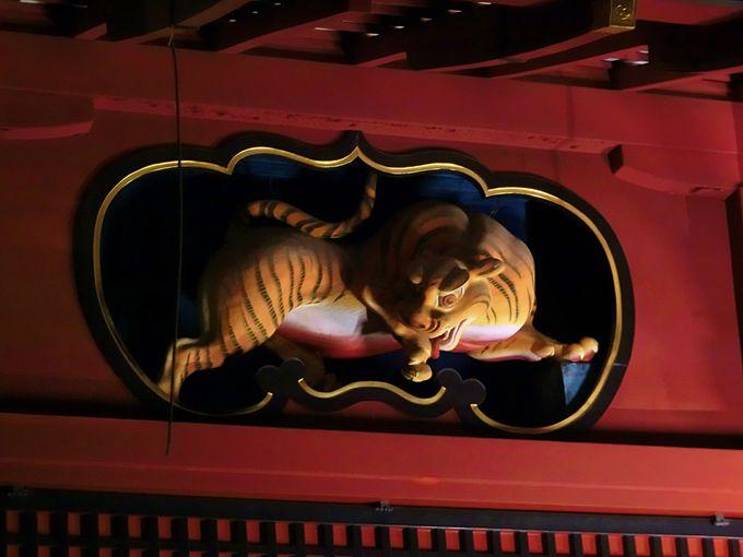 東照宮に引けを取らない建築美。随所に施された彫刻は超一級