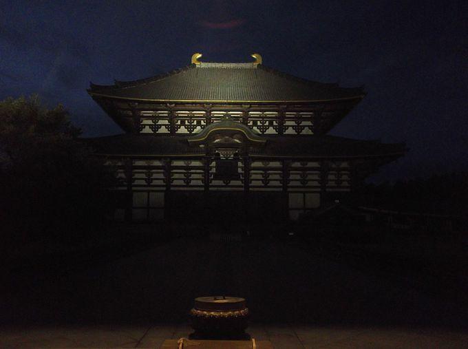 そして、大仏殿の前に 覗き見る大仏殿が美しい!