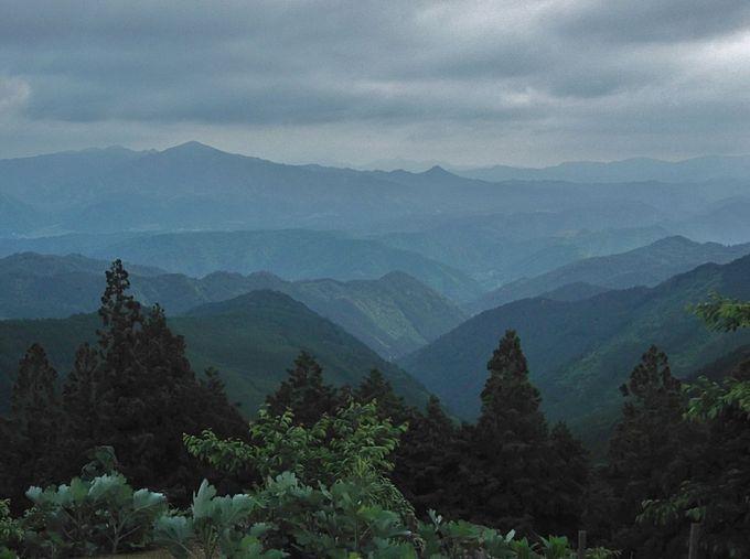遠く望む山々が幾重にも重なり美しい!