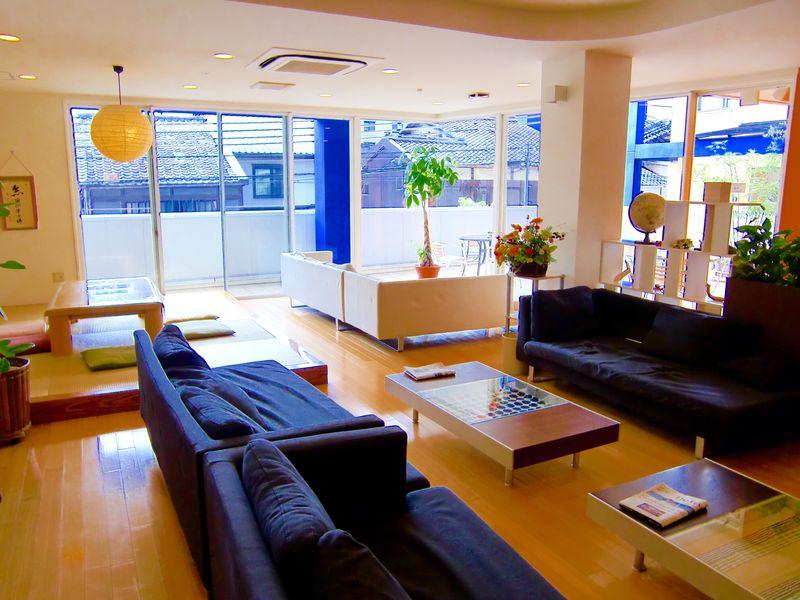 京都の古き良き町並みに溶け込んだ「ケイズハウス京都」で世界を歩く旅人気分を♪