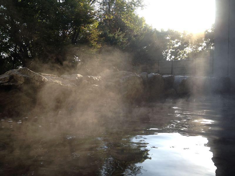 温泉ファン垂涎のモール泉!茶褐色でトロトロの源泉が湧く、北海道別海町の郊楽苑!