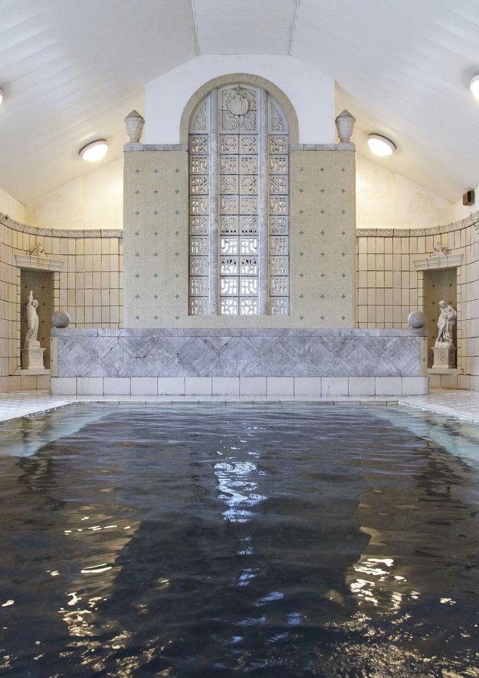 湯量豊富!深い浴槽が気持ちいい。