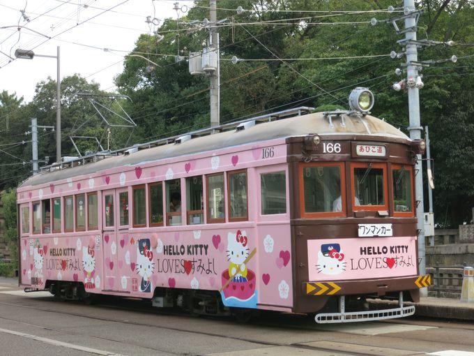 大阪の街をキティちゃん電車が走る!