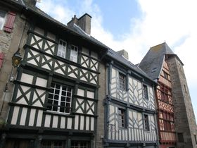 木組みの建物に心わくわく!フランスの小さな田舎町トレギエ