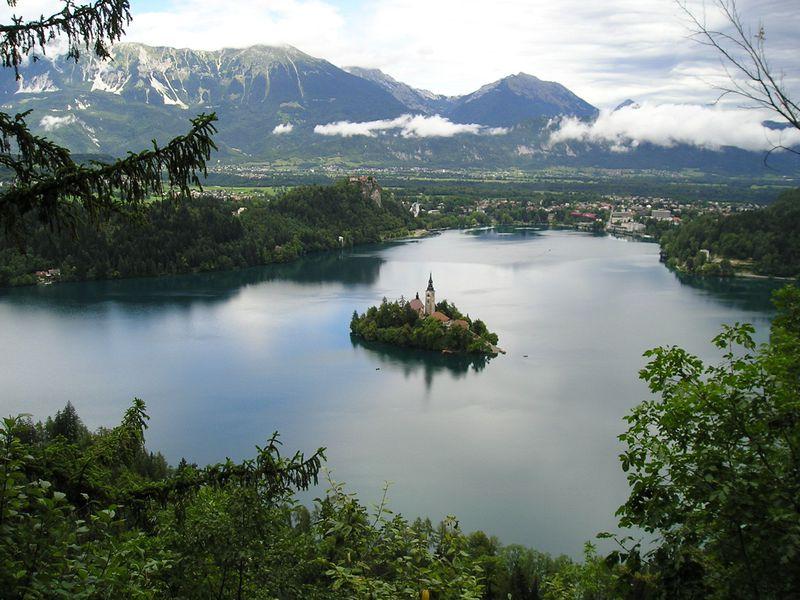 スロベニアのリゾート地!「アルプスの瞳」ブレッド湖