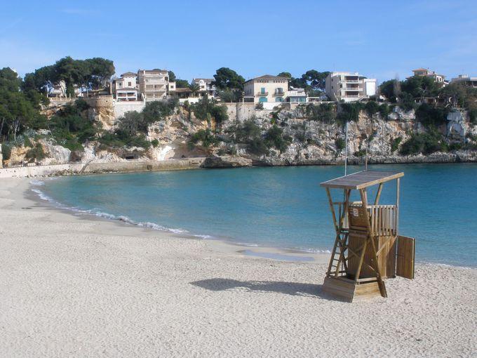 岩場の多い変化に富んだ海岸&美しい砂浜をもつポルト・クリスト