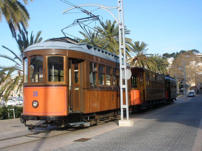 路面電車が走る陽光の港町、ポルト・デ・ソイエール