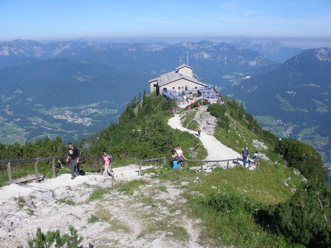絶景の山頂に建つヒトラーの山荘!ケールシュタインハウス