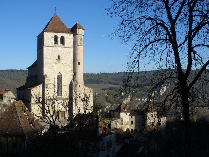 村を見守る教会