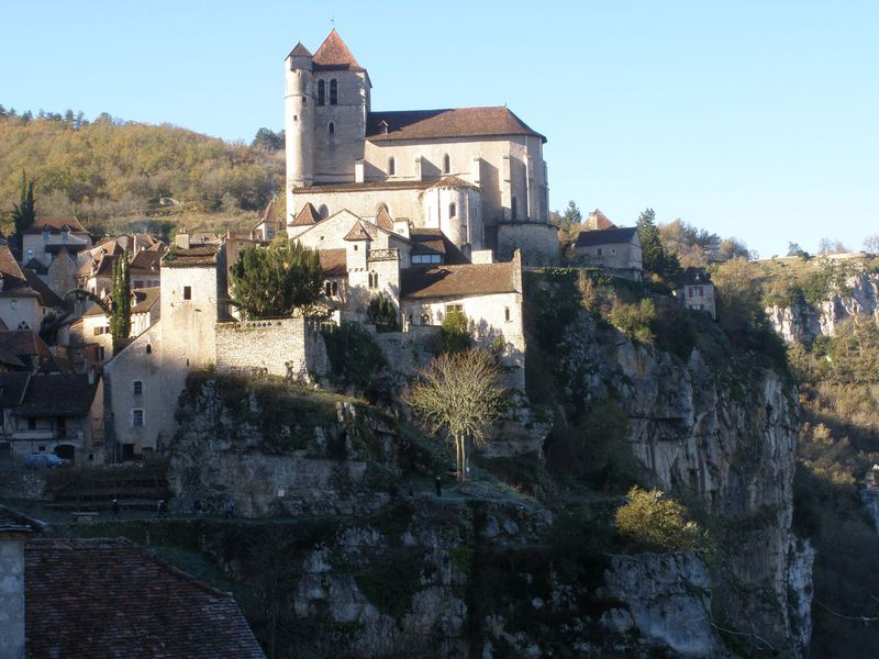 断崖上の「フランスで最も美しい村」!サン・シル・ラポピー
