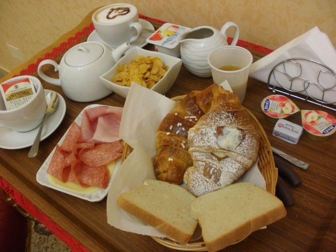 朝食はルームサービスで!