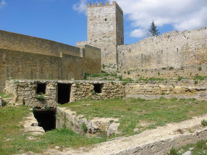ピサの塔を持つロンヴァルディア城