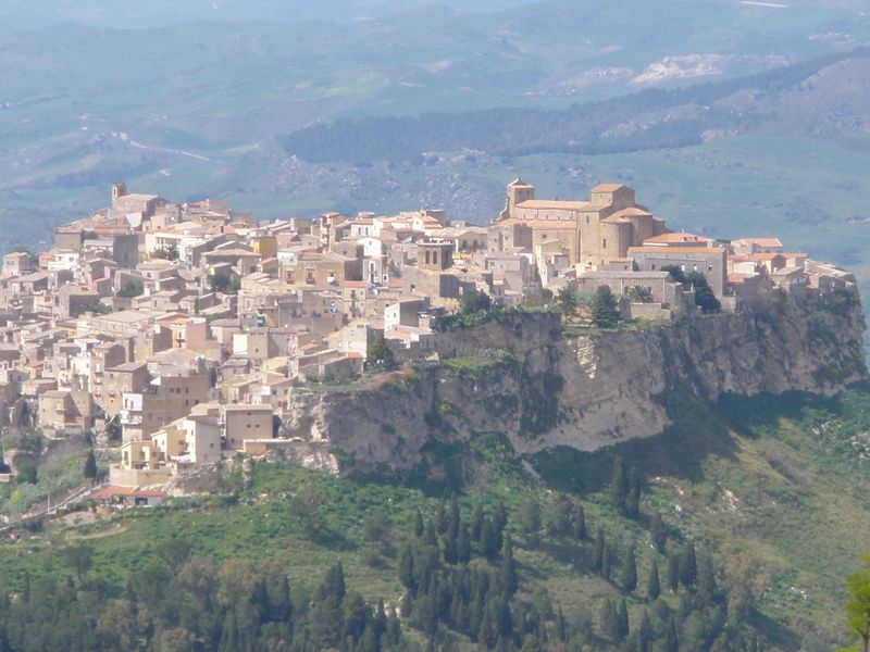 南伊・シチリア島「エンナの町」から見渡す大パノラマ