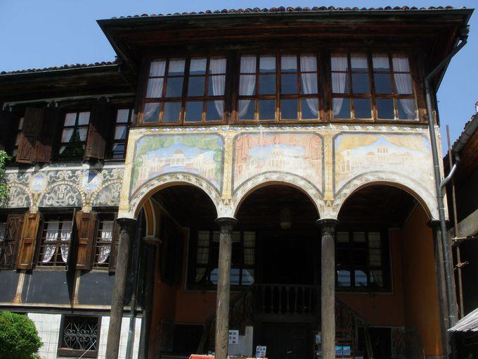 村全体が野外博物館!富豪たちの洗練された美しいお屋敷たち