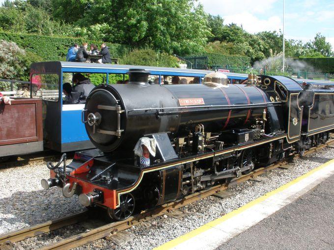 レイヴェングラス&エスクデール蒸気鉄道で、のんびり風景を楽しもう!