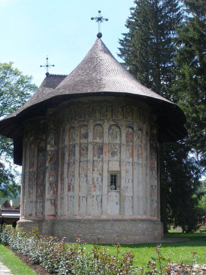 グラ・フモールの町から徒歩でも行けるフモール修道院