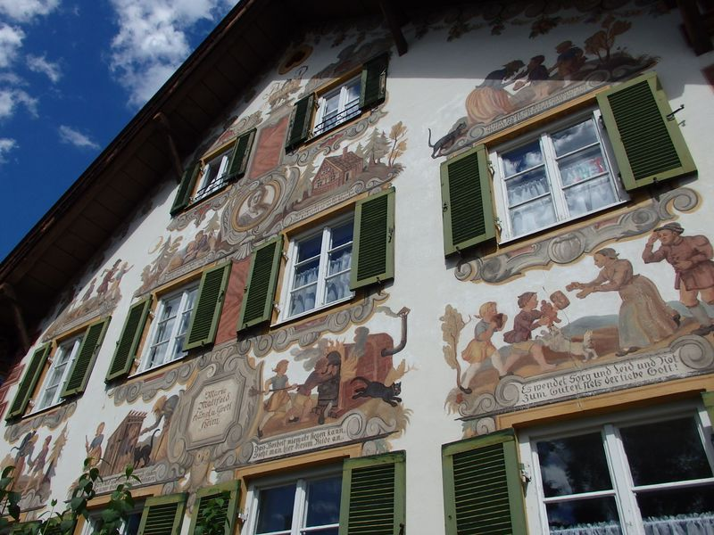 ドイツ・童話が民家を飾る壁絵の町!オーバーアマガウと周辺の見どころ