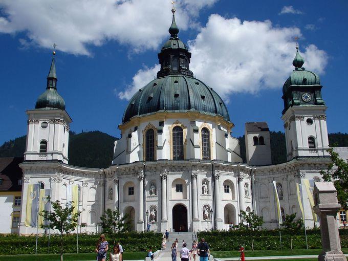 華麗なバロック様式のエッタール修道院