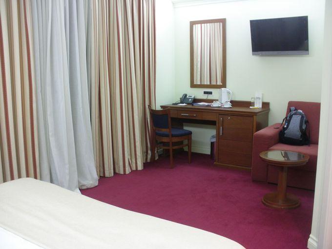 ゆったりしたスペースに満足できる設備の客室内