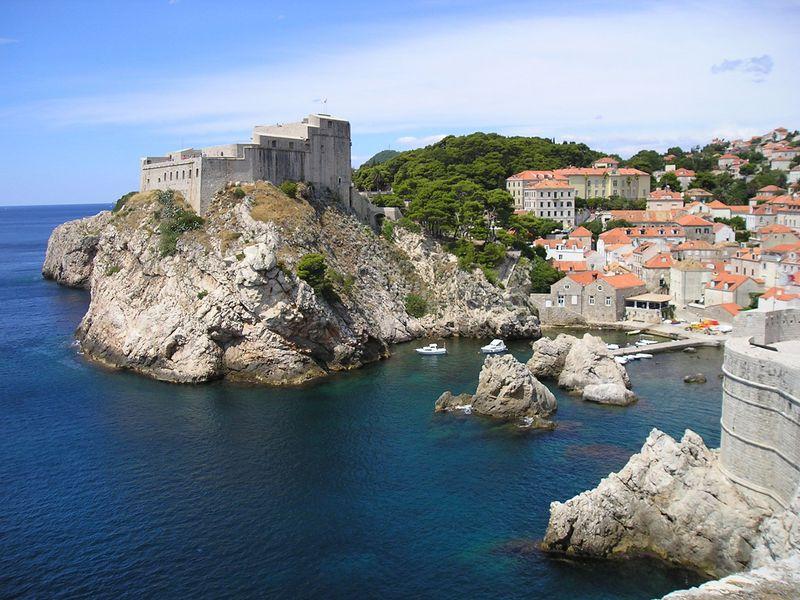 一時は危機遺産だったクロアチア・ドブロヴニク!災害内戦から復興した市街を堪能