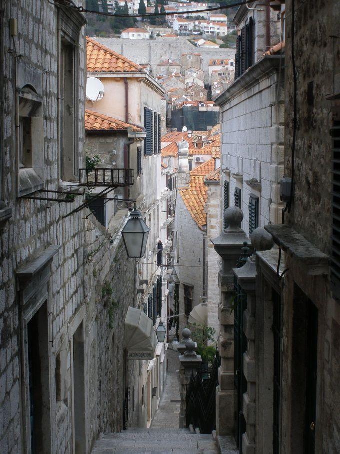 彷徨うことが楽しい旧市街の路地