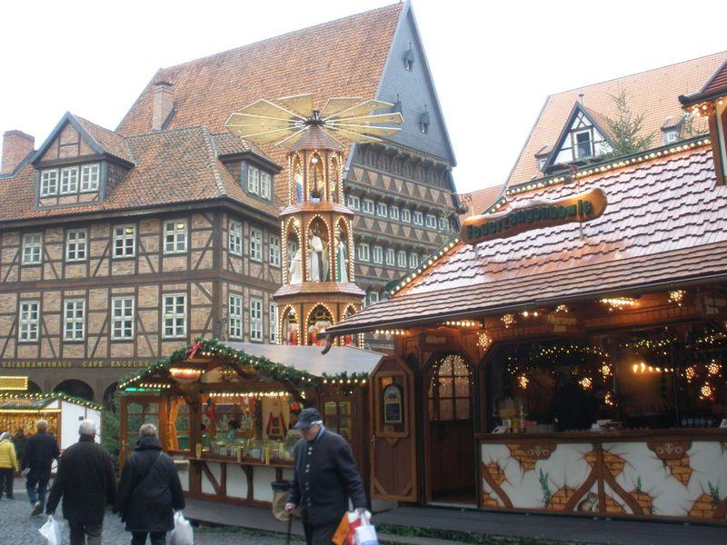 世界遺産の教会と豪華な木組み!ドイツ北部のヒルデスハイムの町
