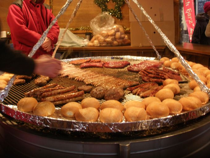 盛大なクリスマスマーケットが繰り広げられるマルクト広場