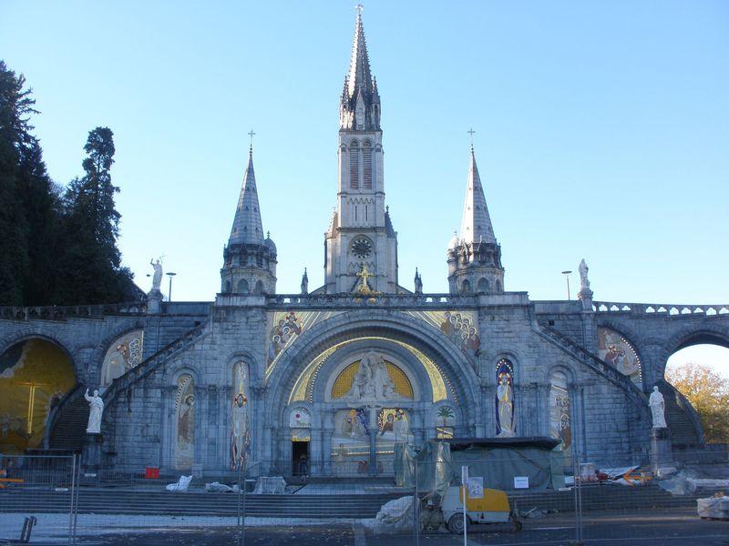 奇跡を信じて世界中からルルドへ!フランスの聖地で身も心も救われる!