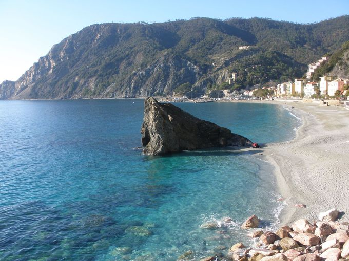 広々とした砂浜があるモンテロッソ・アル・マーレ
