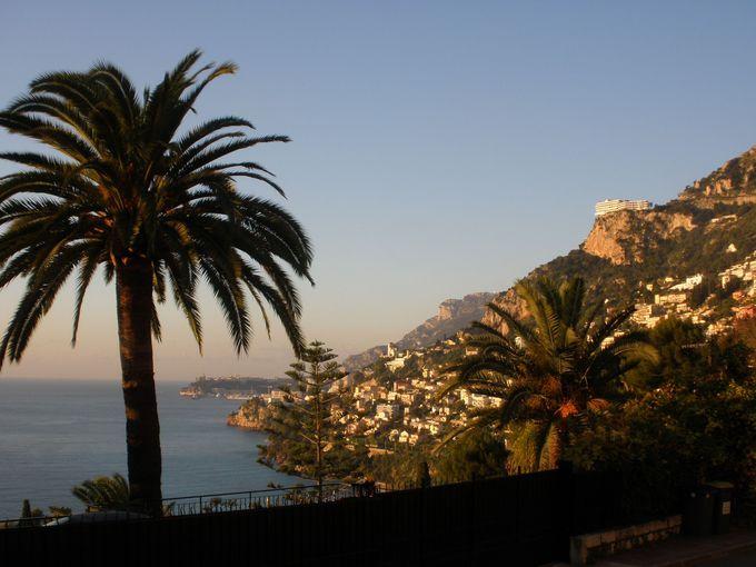 地中海の絶景を見渡す村ロクブリュヌ・カップ・マルタンへは階段で!