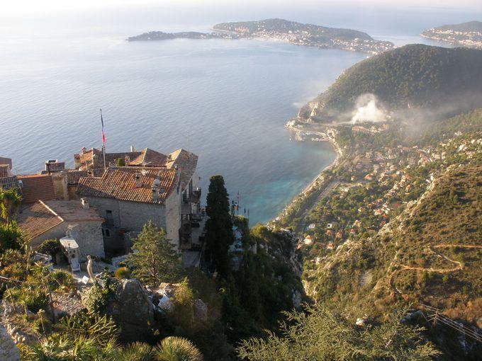 紺碧の地中海を堪能できる天空の村「エズ」