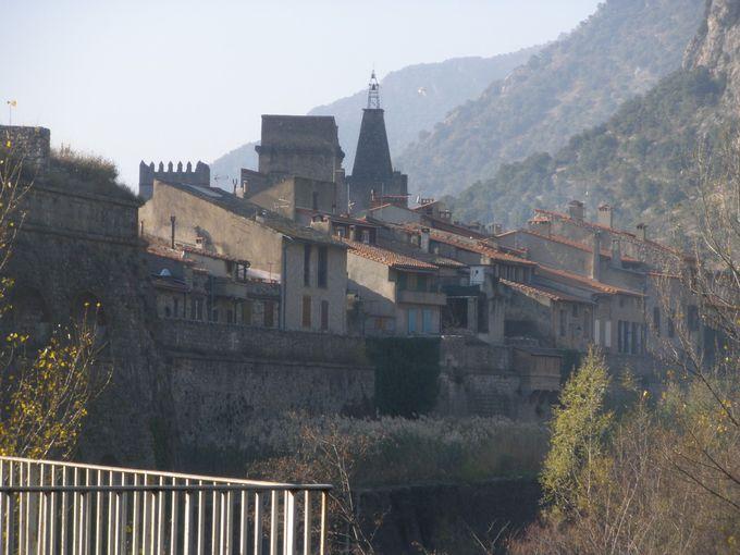 城壁に囲まれた歴史ある石造りの村ヴィルフランシュ・ド・コンフラン