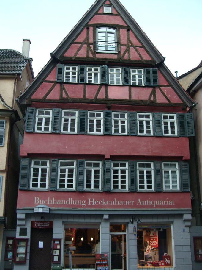 あのヘルマン・ヘッセが働いていた?昔の本屋さんも素敵な木組みのお家