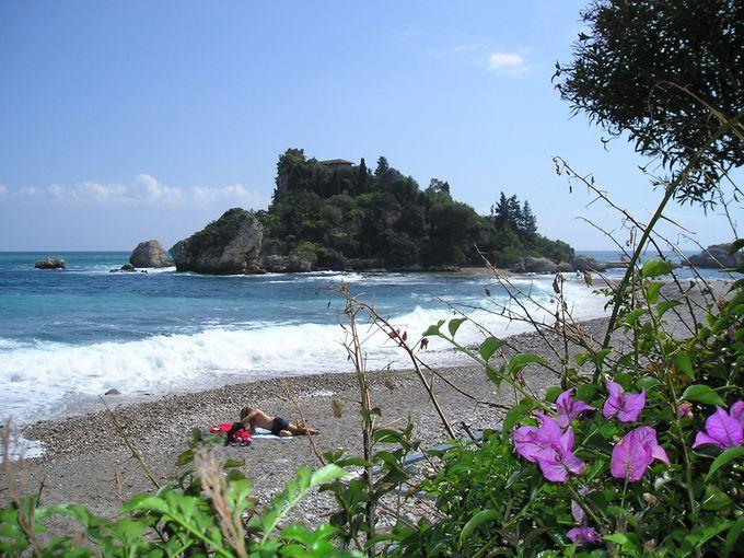 映画「グラン・ブルー」のロケで使われた美しい小島イソラ・ベッラ