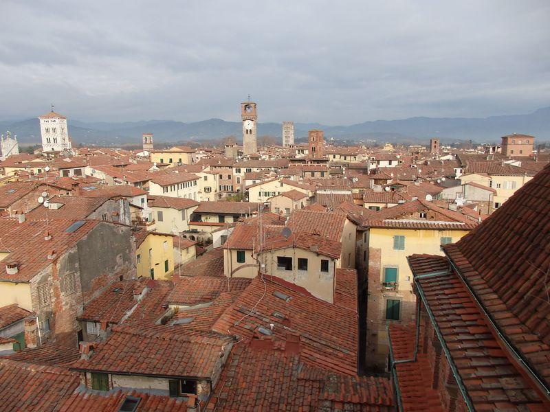 ロマネスク建築満載の完璧な城塞都市!イタリアの古都ルッカ