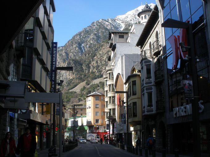 アンドラ・ラ・ヴェリャのセンスの良いショップが並ぶメインストリート