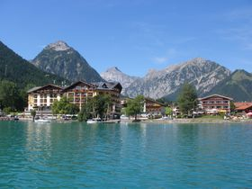オーストリア・アルプス山中のアッヘン湖!ノスタルジックな蒸気機関車と船の旅